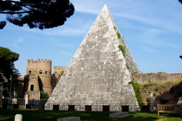 Misteriosa-piramide-Cestia-centro-storico-Roma00-